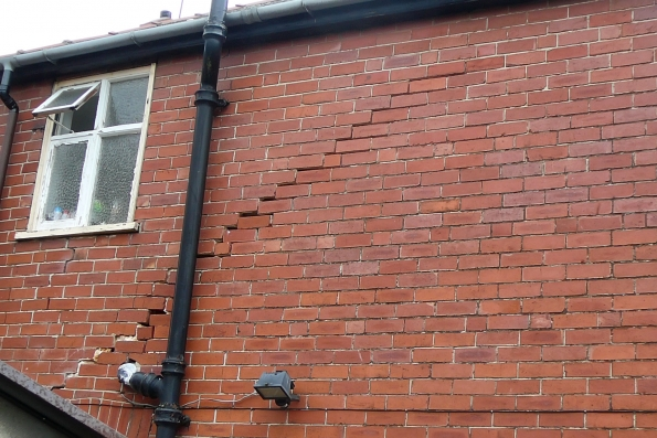 diagonal fracturing diagnosed caused by subsidence